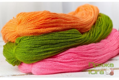 Пряжа цветная для ручного вязания в пасмах 250-300 граммов, в 2 и 3 нити