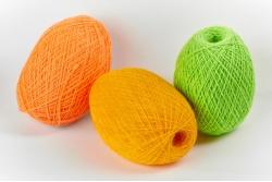 Пряжа цветная для ручного вязания в клубках 250 граммов